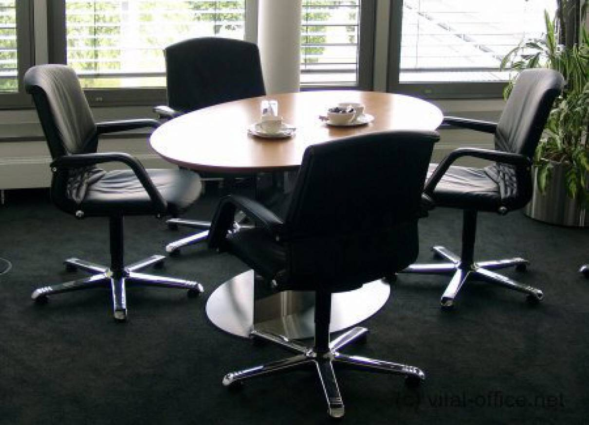 Circon S Class   Elliptical One Column Meeting Table