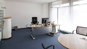 VR Bank Schlüchtern-Birstein eG setzt auf Bambus und Höhenverstellbare Steh-Sitz Schreibtische
