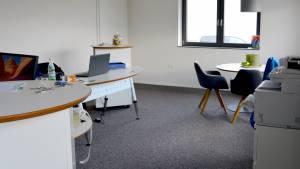 Maler Christiane Bruder mit neuem Büro für 2 Mitarbeiter