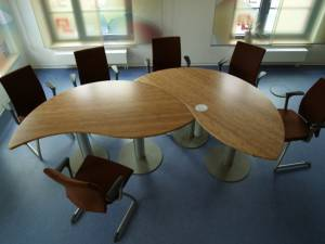 Smart conference and meeting tables - round version